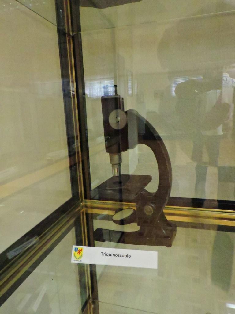 Museo Veterinaria Militar - Triquinoscopio, para la búsqueda de larvas de triquina en carnes destinadas al consumo humano.