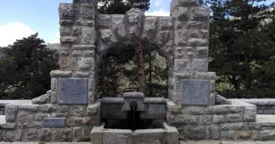 FuenteGeologos - Vista frontal de la Fuente de los Geólogos