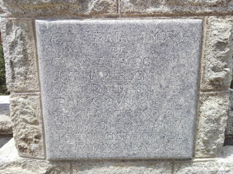 FuenteGeologos - En la placa podremos leer los nombres de los geólogos que recorrieron y caracterizaron la sierra madrileña.