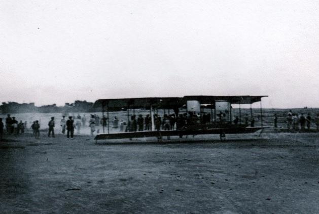 El Vuelo de Juan Olivert - Juan Olivert en la carrera de despegue del primer vuelo en España (10).