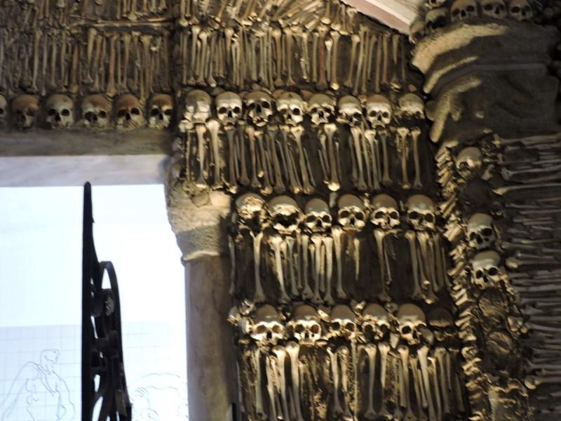 Capilla Huesos Evora - Quizá esta pared sea la imagen más tétrica de la Capilla de los Huesos.