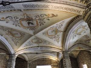 Capilla Huesos Evora - Decoración del techo de la capilla.
