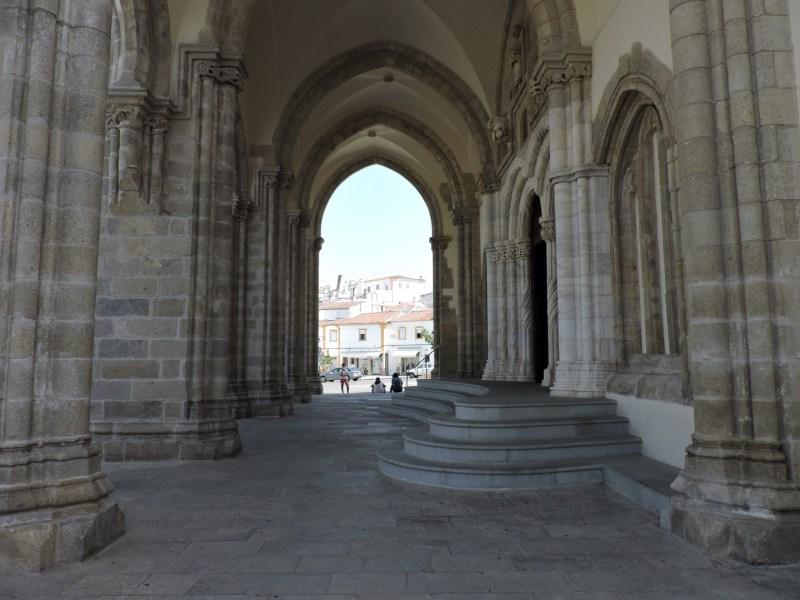 Capilla Huesos Evora - Entrada a la Iglesia de San Francisco.