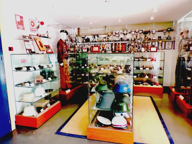 Colección de la Policía de Boadilla - La colección está situada en el hall de acceso a la Comisaría.