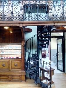 Museo Histórico-Minero - Escalera de caracol de acceso a la biblioteca.