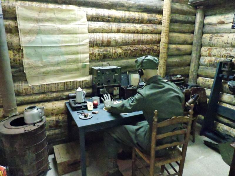 Museo División Azul - Suboficial del Regimiento de Transmisiones en un cuarto habilitado a tal fin.