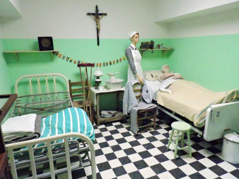 Museo División Azul - Reproducción de una habitación del Hospital de Riga.