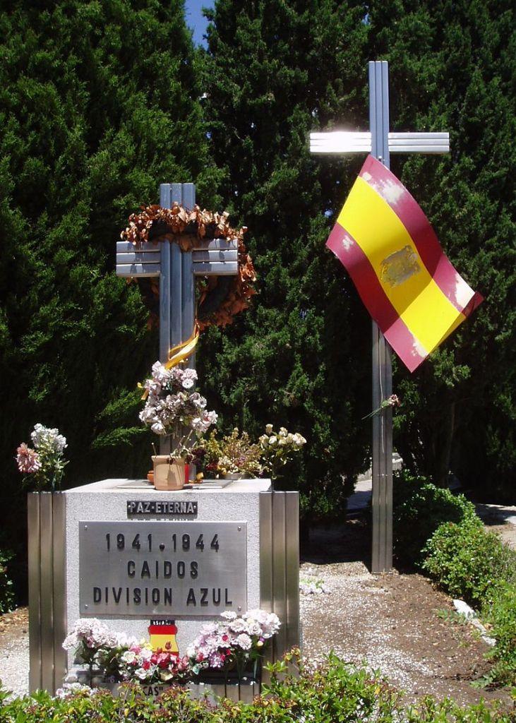 Museo División Azul - Monumento funerario en el Cementerio de la Almudena de Madrid (8).