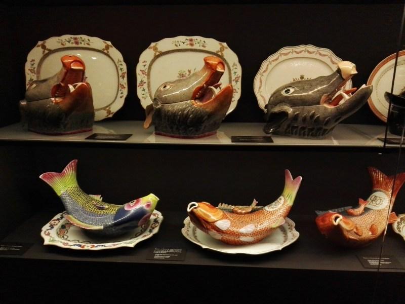 El Galeón de Manila - Fuentes de porcelana con formas de animales.