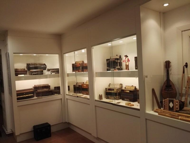 Museo del Acordeón - Acordeones e instrumentos diversos.