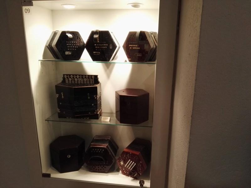 Museo del Acordeón - Colección de concertinas.