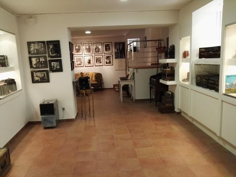 Museo del Acordeón - En el museo se pueden ver multitud de fotos y recuerdos de acordeonistas.