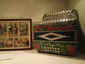 Museo del Acordeón - Vistoso acordeón Larrinaga Guerrini.