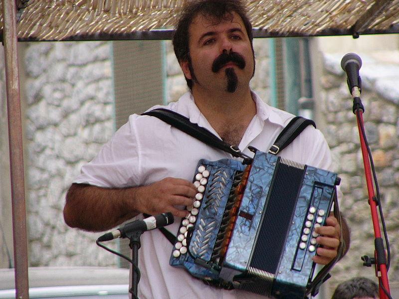 Museo del Acordeón - Joseba Tapia tocando la trikitixa (10).