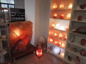 La Montaña de Sal - Tanto en la tienda, como en el pueblo, podremos encontrar objetos realizados en minerales salinos.
