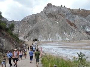 La Montaña de Sal - Las furgonetas nos dejarán a unos 100 metros de la entrada.