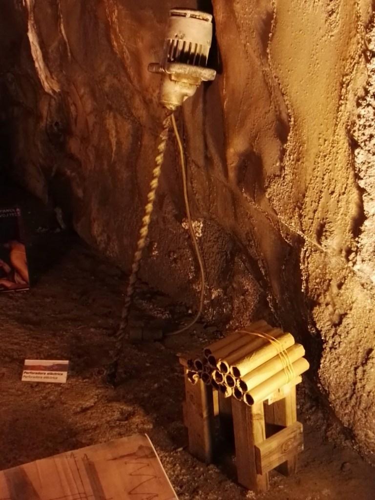 La Montaña de Sal - Perforadora y barrenos, herramientas fundamentales en las minas.