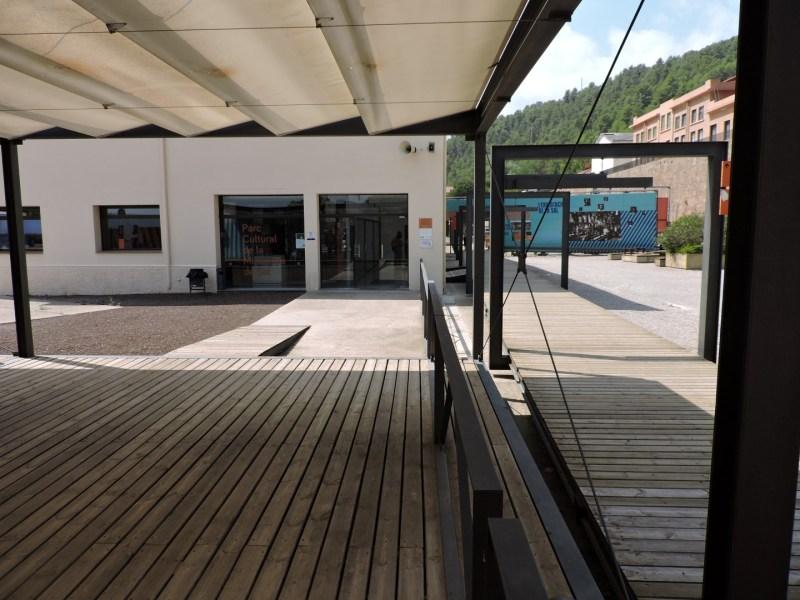 La Montaña de Sal - Acceso al edificio de venta de tickets y tienda.
