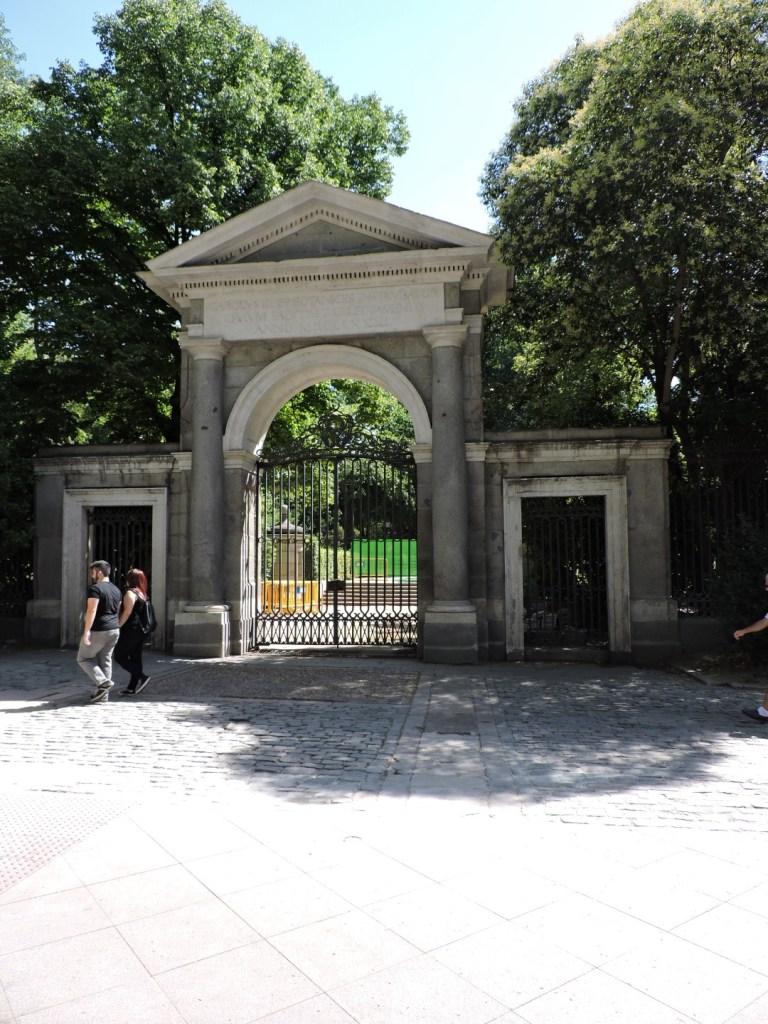 Jardín Botánico Madrid - Entrada del Rey, original del Jardín, situada en el Paseo del Prado.