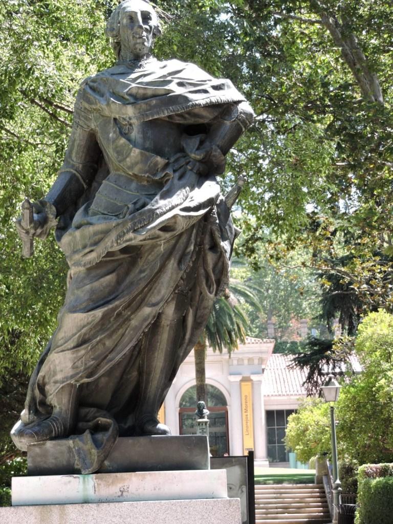 Jardín Botánico Madrid - Escultura en honor de Carlos III, en el segundo centenario del Jardín, erigida por la Fundación Juan March.
