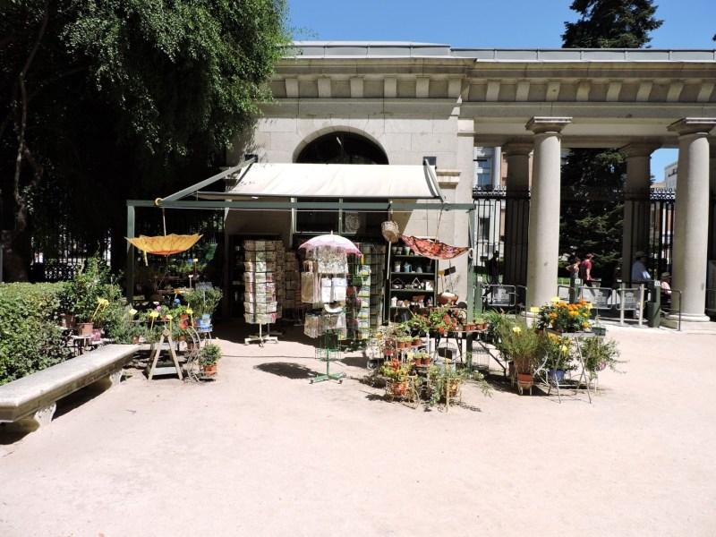 Jardín Botánico Madrid - Vista exterior de la tienda del jardín.