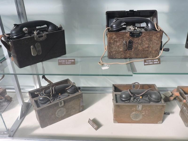 Museo del Aire - Diversos teléfonos de campaña.
