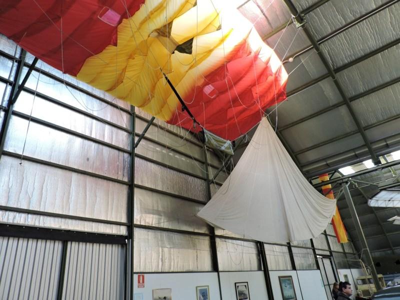 Museo del Aire - Paracaídas desplegados...