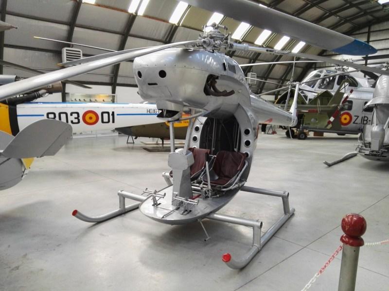 """Museo del Aire - Aerotécnica AC-12 """"Pepo"""", fabricado en 1954. Tenía el motor delante del rotor principal y una curiosa estampa tipo """"face in things""""."""