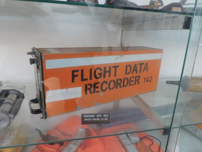 Museo del Aire - Una caja negra de DC-9 de Iberia. Como todo el mundo sabe, son naranjas, para que se puedan localizar bien.