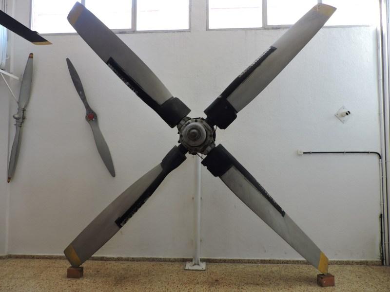 Museo del Aire - Hay expuestas todo tipo de hélices, desde las modernas de paso variable, ...