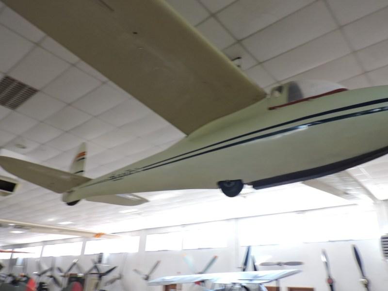 """Museo del Aire - Plavia """"Gurripato"""" II. Velero diseñado por el ingeniero Felipe García Ontiveros, fabricado artesanalmente por Plavia en 1960."""