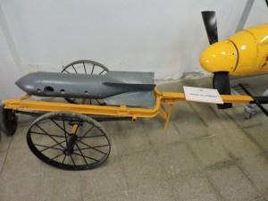Museo del Aire - Carro porta bombas.