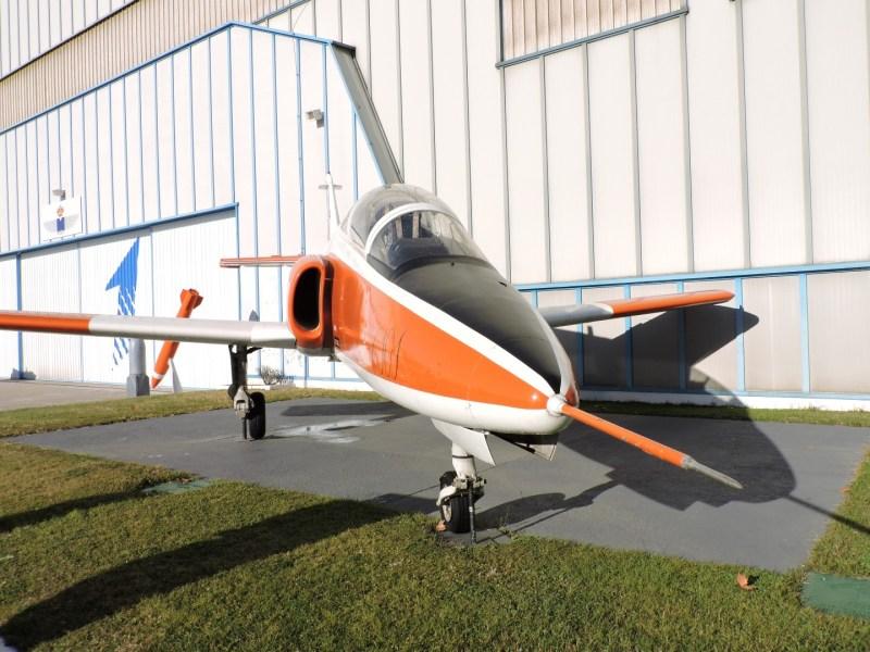 """Museo del Aire - CASA C-101 Aviojet """"Mirlo"""". utilizado como reactor de entrenamiento y ataque. Se fabricaron casi 150 ejemplares."""