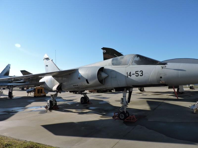 Museo del Aire - Dassault Mirage F1. Caza interceptor francés, del que España llegó a comprar 73. Ha estado operativo en nuestro ejército hasta que fueron sustituidos por el más moderno Eurofighter.