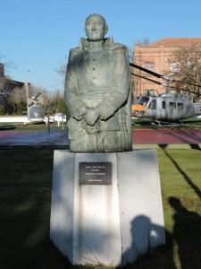 Museo del Aire - El Coronel Pedro Vives fue el primer español en subirse como pasajero a un avión.