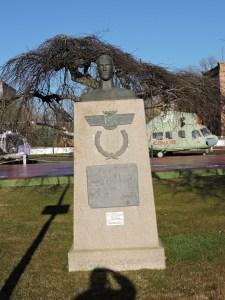 Museo del Aire - Busto del aviador Carlos Haya, en homenaje a los caídos del Ejército del Aire.
