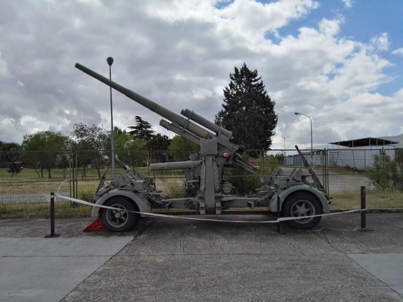 Museo del Aire - Cañón antiaéreo Krupp Flak 88/56, fabricado en 1954 por la empresa española Trubia. En la IIGM tuvo mucho éxito como cañón anticarro.
