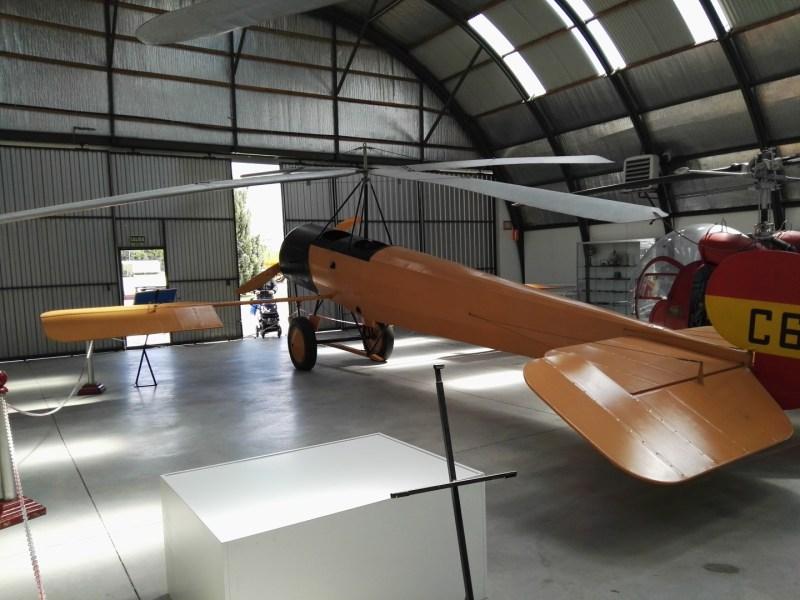 Museo del Aire - Vista trasera del autogiro C-6, fabricado a partir del fuselaje de un Avro 504.