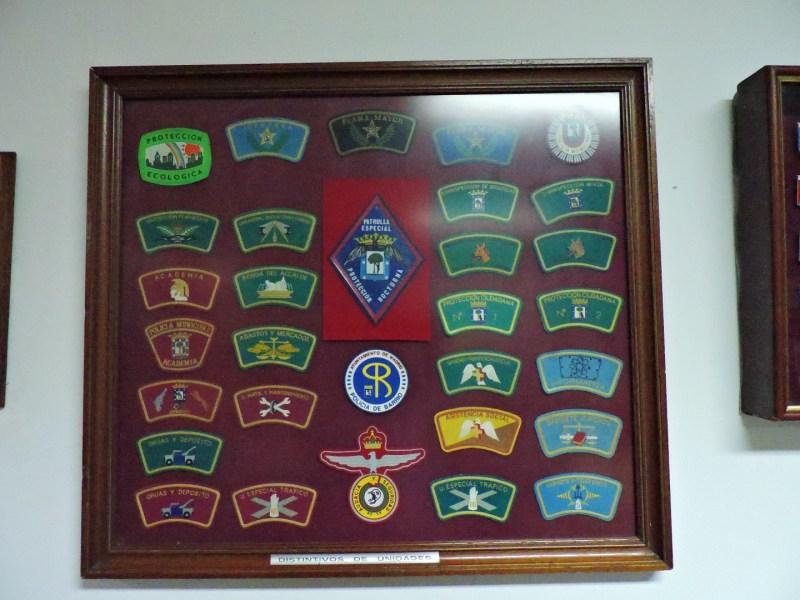 Museo Policía de Madrid - Distintivos de las unidades del cuerpo.