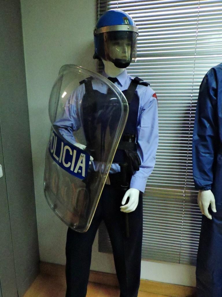 Museo Policía de Madrid - Policía con equipo antidisturbios.
