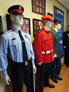 Museo Policía de Madrid - Uniformes de un Moso de Escuadra, un Ertzaina y un Guardia Civil.