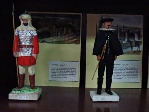 Museo Policía de Madrid - Uniforme de alguacil del Siglo XII (dominación musulmana) y del Siglo XVII.