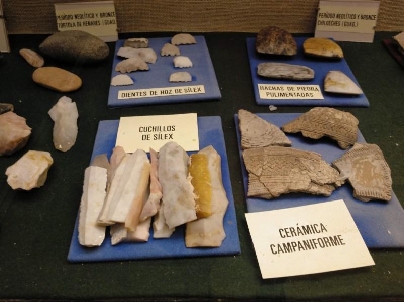 Museo Religioso-Paleontológico - Hachas y cuchillos hallados en Chiloeches (Guadalajara).