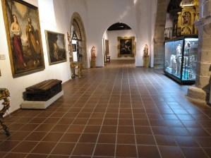 Museo Religioso-Paleontológico - Nave lateral de la Iglesia.