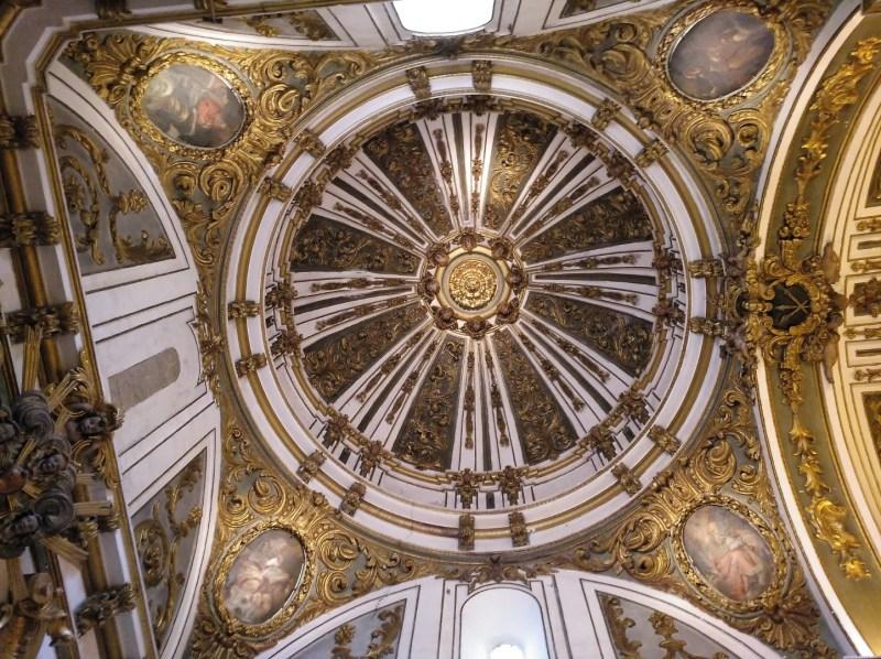 Museo Religioso-Paleontológico - Preciosa cúpula de estilo barroco.