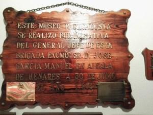 Museo de la Bripac - Placa conmemorativa de la inauguración del museo en Alcalá de Henares.