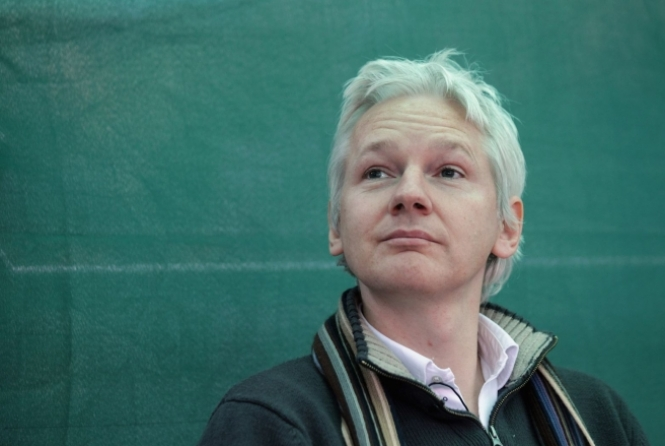 thumb-110516-assange-resized