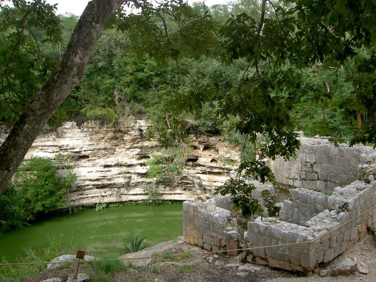 cenote sagrado chichen itza historia