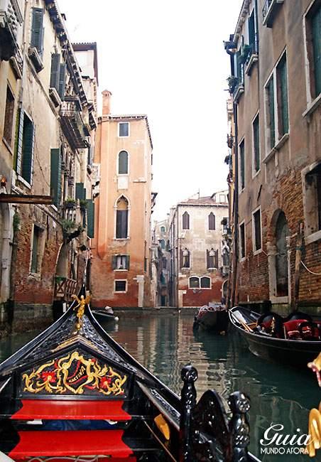Canais para andar de Gôndola em Veneza