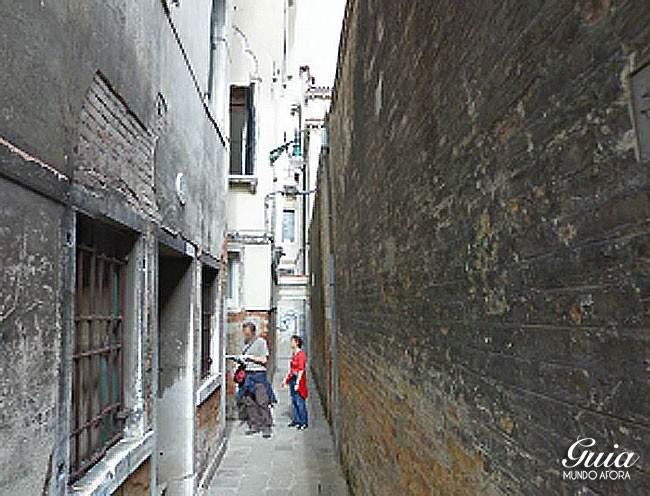 Casal perdido em Veneza